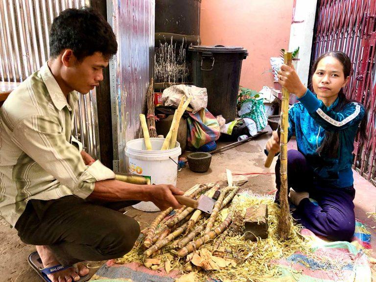 Lataa en haar man met de suikerrietstengels
